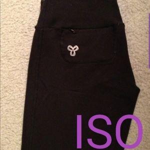💫 ISO // Aritzia TNA Yoga Pants with Pockets